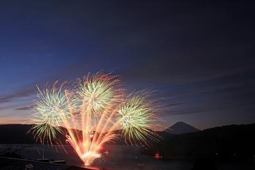 【富士山】遊蘆之湖欣賞煙火&箱根玻璃之森美術館