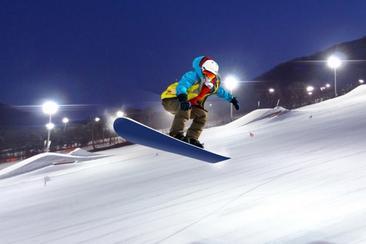 【韓國】芝山滑雪度假村夜間滑雪+愛寶樂園一日遊
