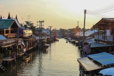 【曼谷私人包車一日遊】丹嫩沙朵水上市場x美功鐵道市場x碼頭夜市一日遊