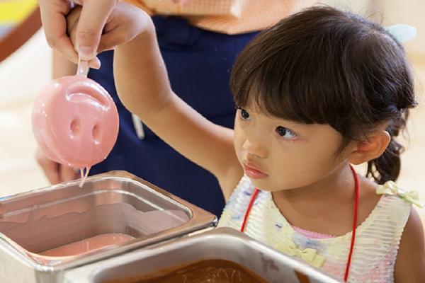 【沖繩暑假親子】王國村工藝體驗、冰淇淋DIY、超長溜滑梯、水族館4日---入住海邊飯店一晚