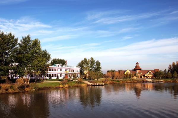 【華信航空】東北小九寨、長白山北坡、鏡泊湖景區、伏爾加莊園八日