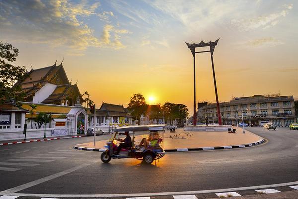 泰新潮。嘟嘟車遊老曼谷。搖滾自助餐。入住一晚潮牌酒店五日 《含稅》