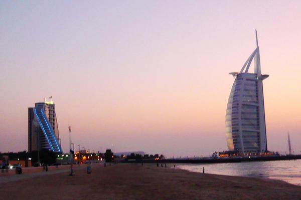 超值玩樂杜拜七日~大清真寺、七星帆船酒店、水上計程車、輕軌電車、世界最高音樂噴泉