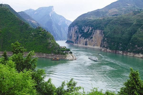 【暢遊水陸神奇三峽】天下龍缸、三峽大壩、大水井古建築、黃金郵輪上水8日