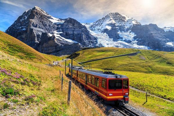 【賺很大】瑞士經典三大名峰、秘境藍湖、雙景觀列車、蒙投五星飯店10日