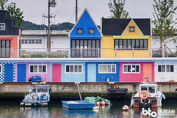 釜山巨濟島~浪漫海上花園、池畔咖啡廰、加耶塗鴨秀、長腳蟹美食5日(華航早晚)