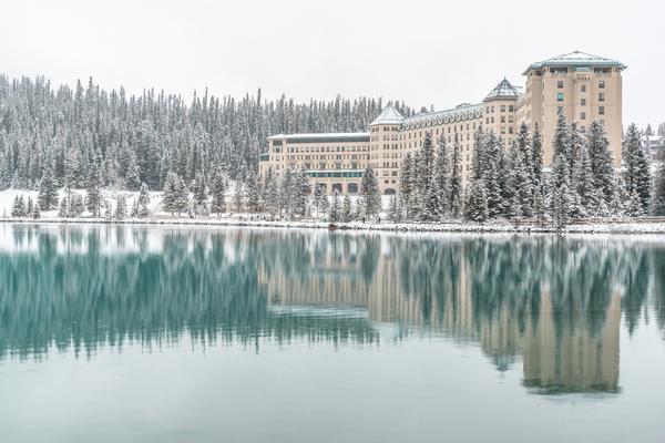 【冬令金喜】加拿大洛磯山~班夫觀星泡溫泉、硫磺山纜車、露易絲湖城堡9日