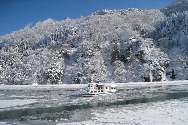 【雪夢合掌村】新穗高纜車、庄川峽遊船、海岸列車、兼六園、雪盆、溫泉6日