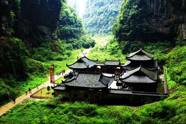 【國航假期】雙重喜慶~世界遺產武隆、重慶網紅輕軌穿樓、慢活成都5日