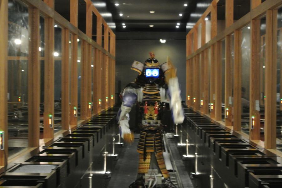 潮遊泰國.丹能莎朵。機器人餐廳‧頂樓夜店餐廳五日