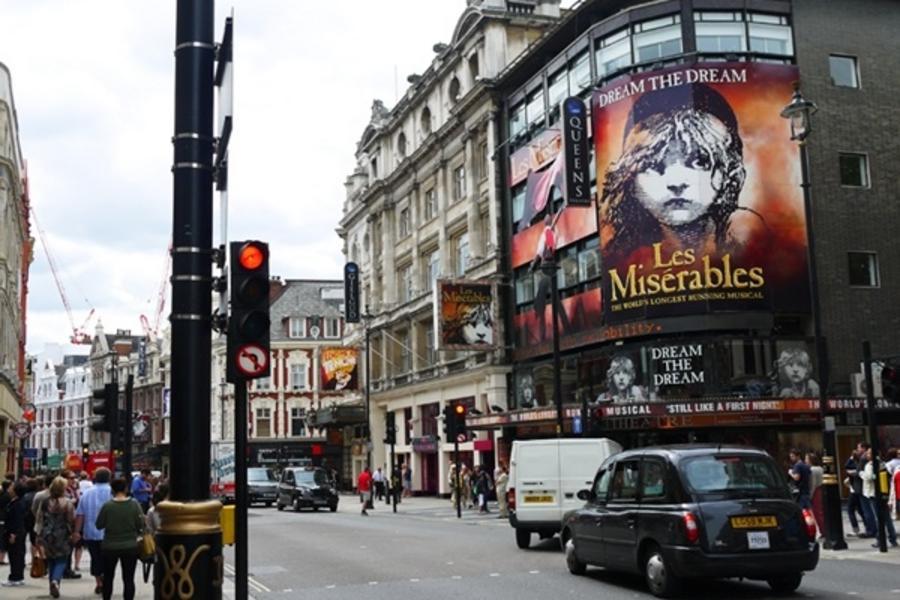 魅力歐洲!『Hello UK』英倫時尚7天 ~倫敦眼、雙大學城、古羅馬浴池、史前巨石、時尚購物趴(含稅)