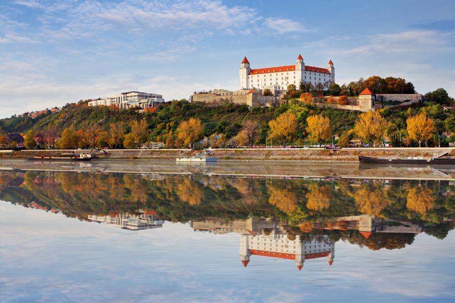【賺很大】奧捷湖區漫遊、布拉格遊船、查理大橋塔登高、加贈斯洛伐克9日