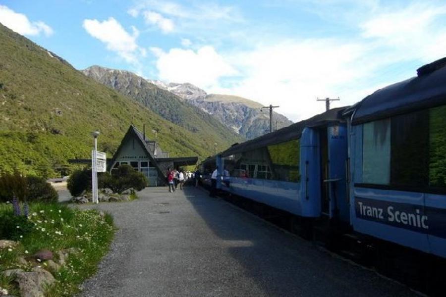 仙境紐西蘭南北島 魔戒哈比屯 高山景觀火車 冰河步道 峽灣遊船 螢火蟲洞十日《雙點進出》(含小費)(CHC/AKL)