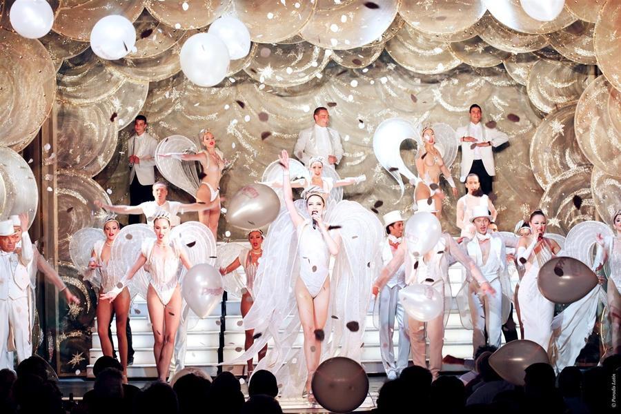 【賺很大】荷比法羅浮宮、羊角村遊船、連泊法國4晚、拉丁天堂歌舞秀9日