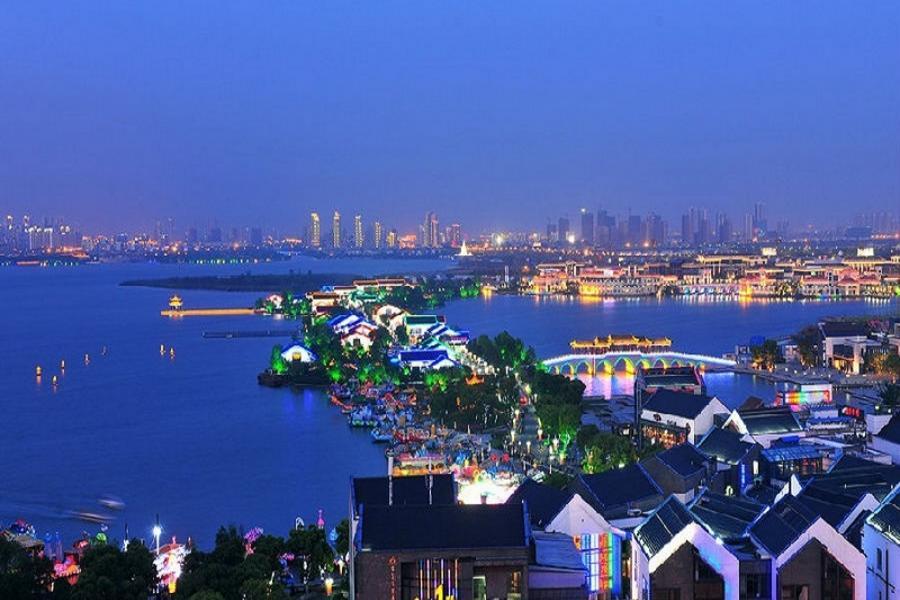 《雞祥如意》新江南西湖上海迪士尼小鎮5日 【登中國最高樓、浦江情雜技秀、無購物無自費】