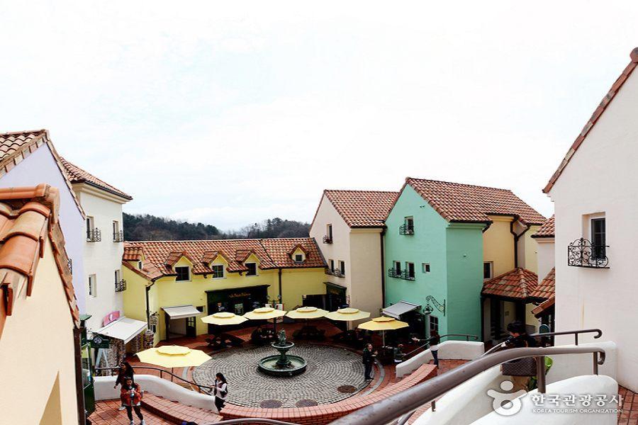 春賞韓國~小法國村、樂天世界、聖水洞塗鴉牆+工業風咖啡廳、塗鴉秀5日