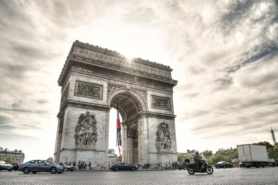 魅力歐洲、法比荷~聖誕市集、巴黎夜遊、遊船羅浮宮、船屋飯店八日(含稅)
