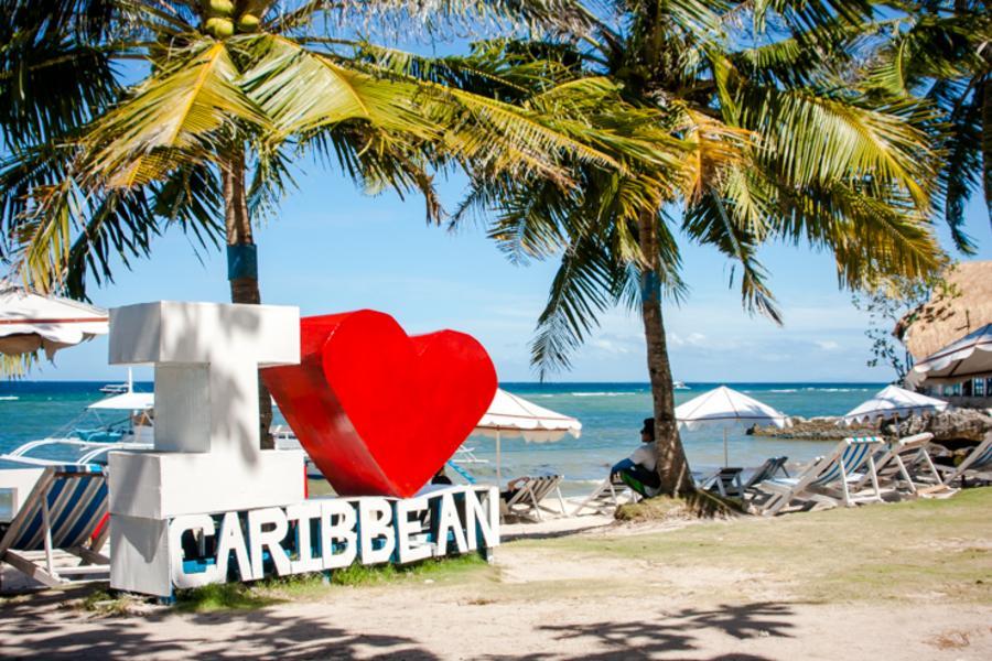 玩宿霧、鯨鯊共游、希瑪拉教堂、加勒比海浮淺、巧克力山5日【含稅簽燃】
