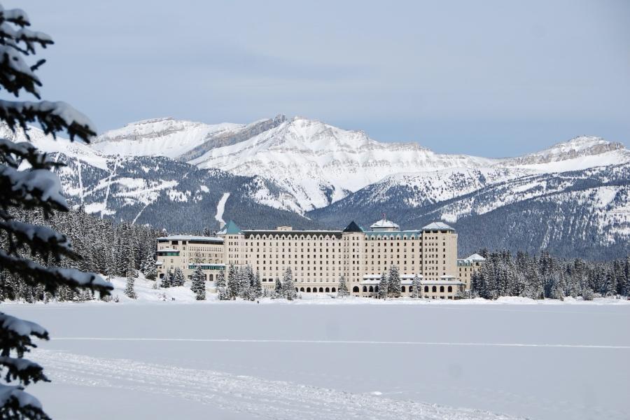 冬戀加拿大洛磯山脈~四大國家公園、硫磺山纜車、夜泊露易絲湖城堡9日