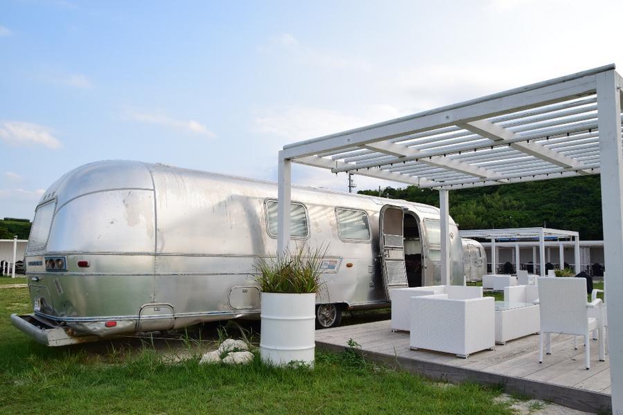 【主題旅遊】沖繩沙灘露營車享樂趣4日(早去早回)
