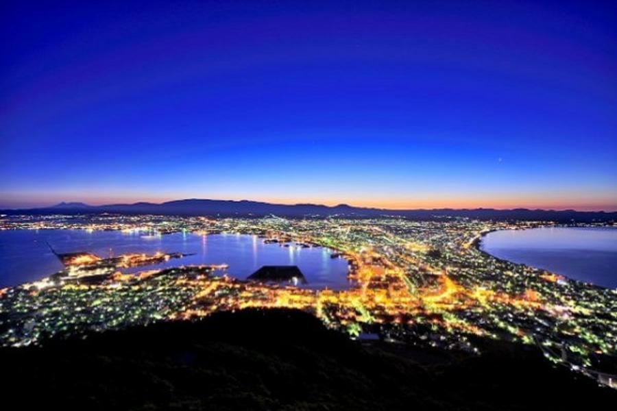 【北海道超值樂】企鵝搖擺.函館夜景、童話小樽、三大螃蟹5日(千歲千歲)