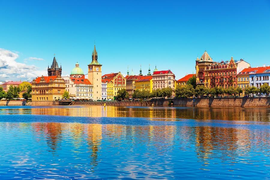 FUN輕鬆 奧地利捷克 湖區風光 鹽礦體驗 布拉格連住三晚 10日