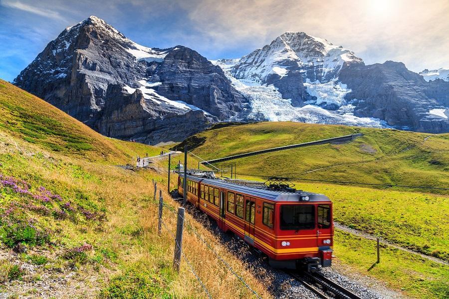 【福滿久久】德瑞少女峰、列支敦士登、黃金列車頭等艙、雙米其林饗宴10日