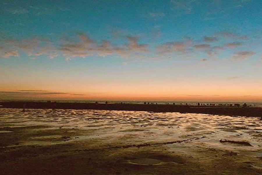 東南賓士車.草漯沙丘.白沙岬燈塔.豆腐岩.新月沙灘一日遊