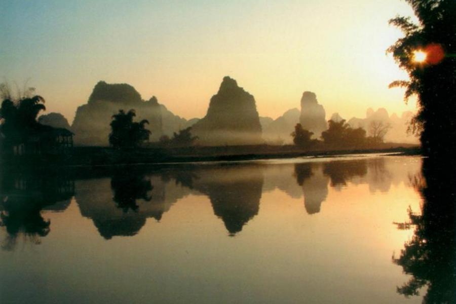 桂林山水甲天下~侗族風情看三江、龍脊梯田、日落漁火、享雙秀6日
