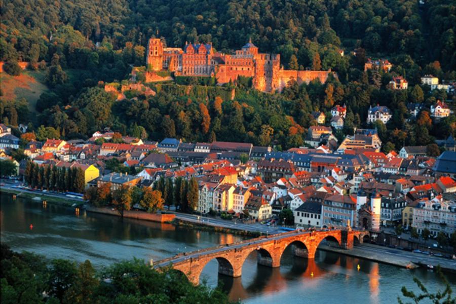 【福滿久久】德國小童話、BMW博物館、楚格峰雙體驗、名牌購物城10日