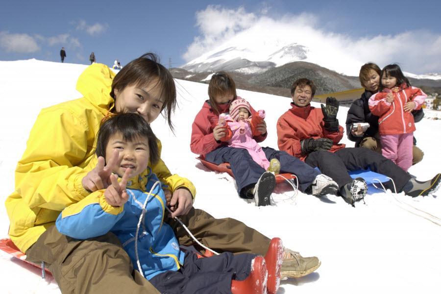【雪國童心遊】玩雪盆、箱根海賊船、富士湯宿、彩虹樂園、東京迪士尼5日