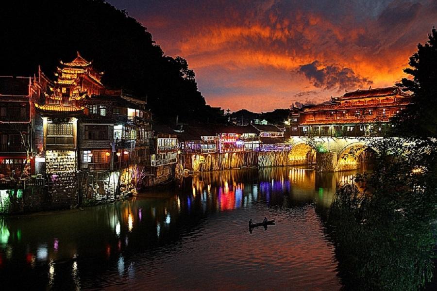 【湖南Happy超值GO】張家界天門山、鳳凰古城、玻璃橋、三排椅8日