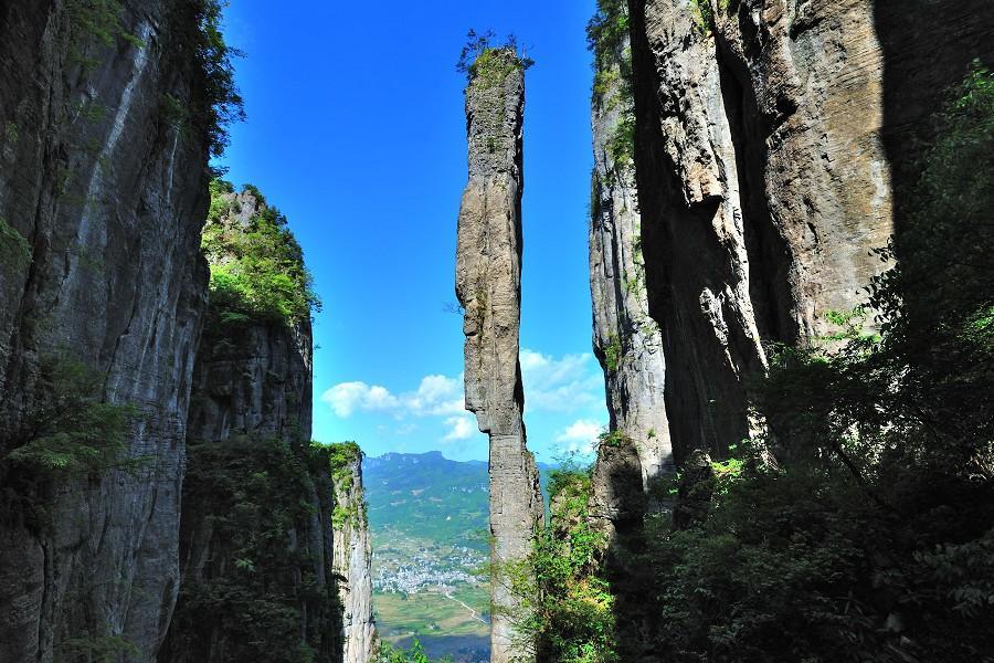 【華信假期】四季浪歌~瀑布.絕壁.龍洞~恩施大峽谷.三峽人家八日