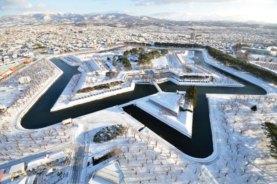 【雪藏‧北海道】冬の美瑛大地、函館五稜星、有珠山纜車、万惣暖湯5日