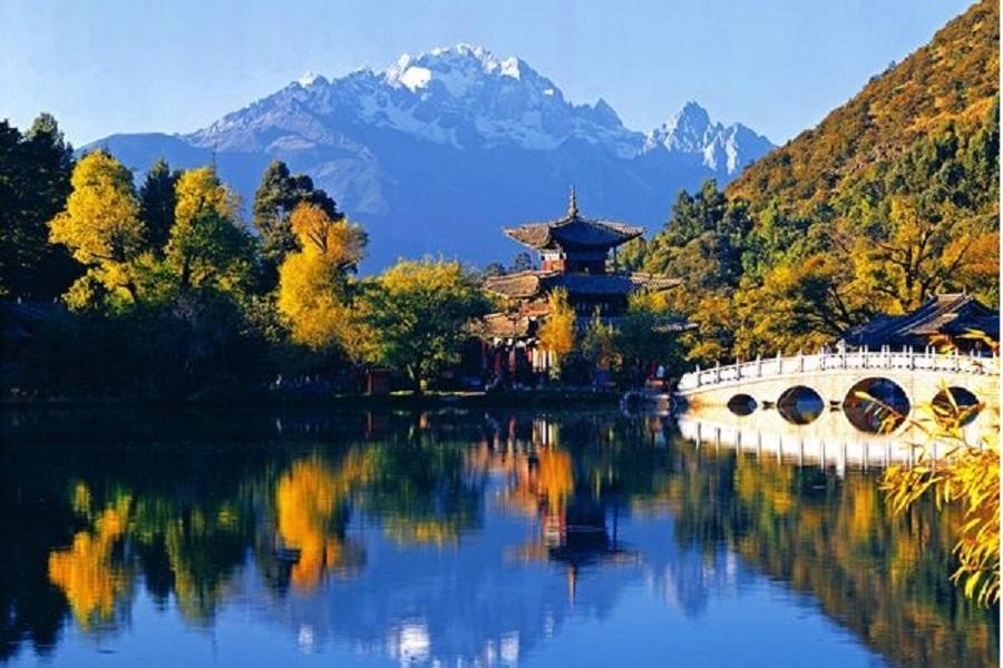 【七彩雲南雙雪山】麗江、冰川大索、石卡雪山、升等5★金茂凱悅2晚八日