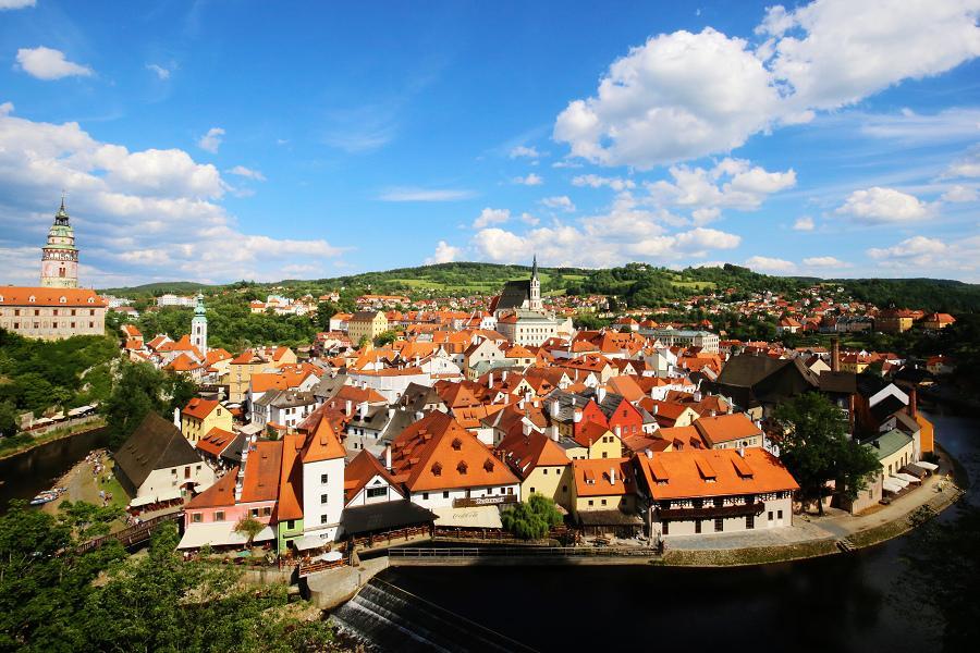 奧捷金色五星布拉格2晚、熊布朗宮、伏爾他瓦河遊船、中古世紀晚宴秀11天