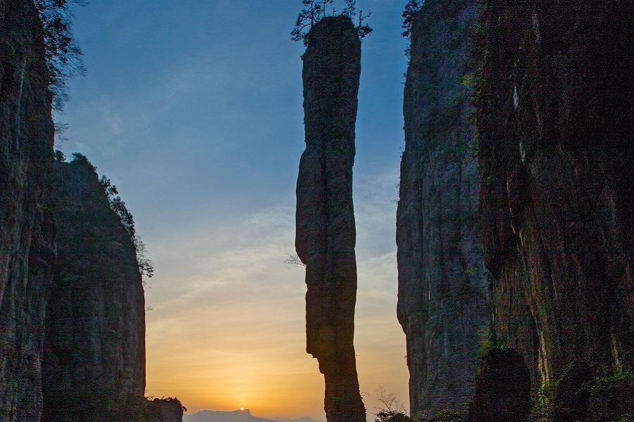 武隆天生三橋、武陵大裂谷、龍缸玻璃廊橋、恩施大峽谷、網紅輕軌體驗八日