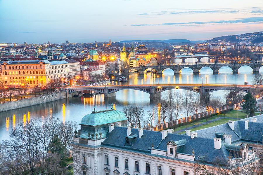 【賺很大】捷克精選、交響情人夢景觀餐廳、布拉格古城、潘朵夫購物城9日