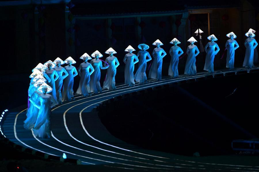 【長榮航空】享趣中越~峴港巨手黃金橋、會安古董車、印象秀、美山五日