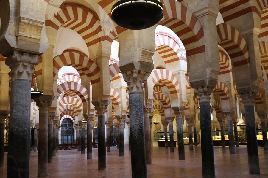 快閃南歐 5星西班牙 巴塞隆納 馬德里~拉丁大城小鎮、世界遺產9日