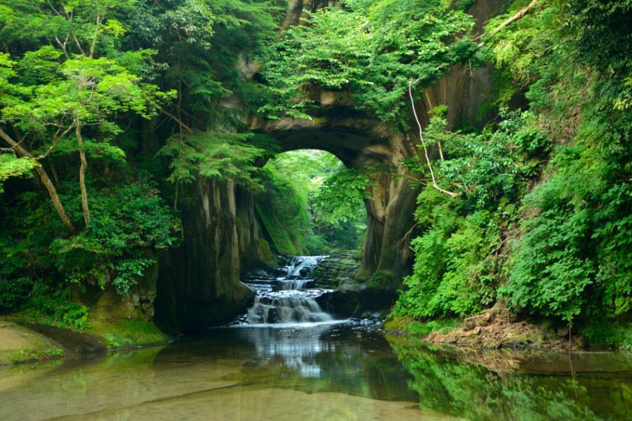 【尋訪關東】濃溝瀑布、鋸山纜車、笠間稻荷社、水戶偕樂園、秘境東京5日