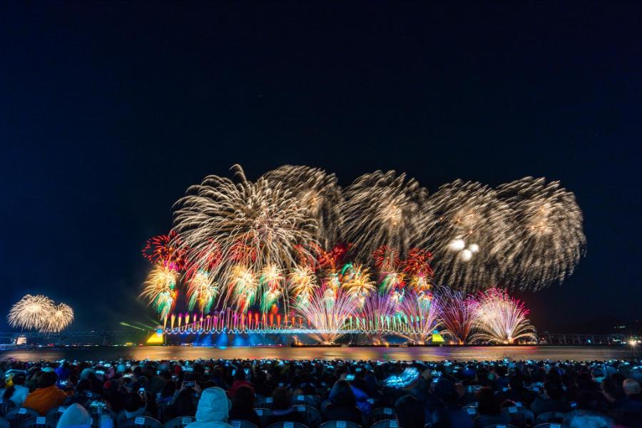 【釜山國際煙火節】東南獨家煙火紅酒派對、八公山、佛國寺、香草之丘兜楓趣