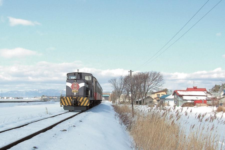 【東北鐵道旅遊6日】秋田津輕雙鐵道、弘前雪夜櫻、主廚料理、百選溫泉