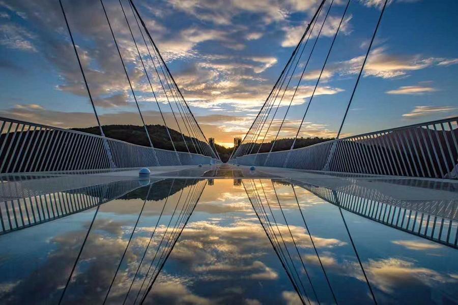 【初一出發】張家界鳳凰古城、玻璃橋、千古情秀8日(升等溫德姆或希爾頓)