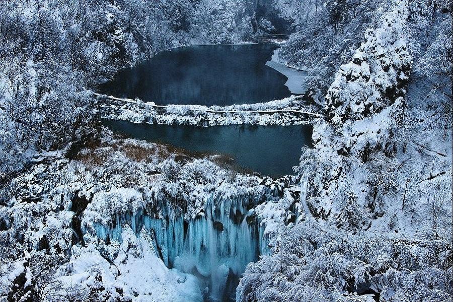 【福滿久久】克斯夢幻銀藍冰瀑、雙纜車、鐘乳石洞、 特羅吉爾老城10日