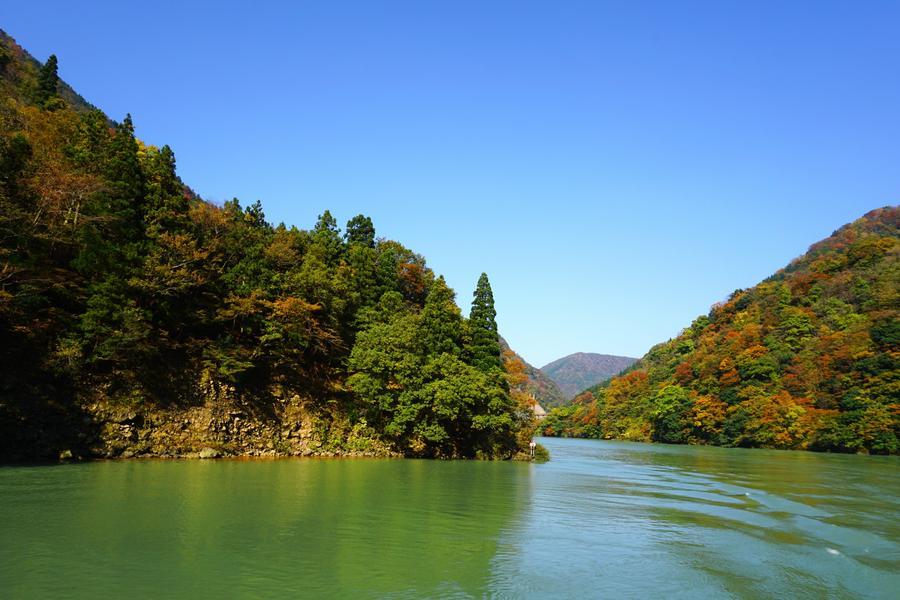 【立山雪谷】庄川、兼六園、上高地、海岸列車、合掌村、飛驒點心、溫泉6日