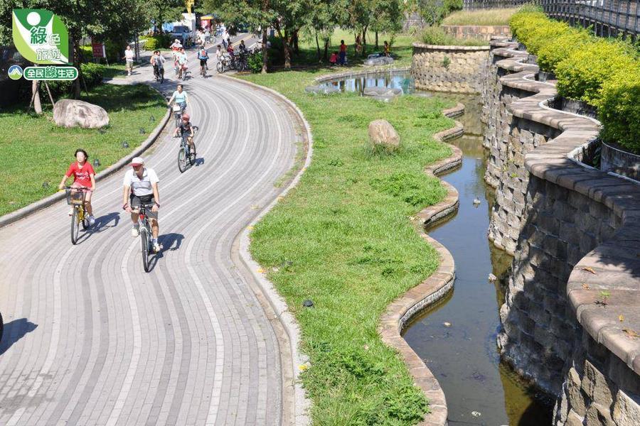 【台中】新社古堡 八仙山 木匠木作DIY 東豐綠廊自行車漫遊二日