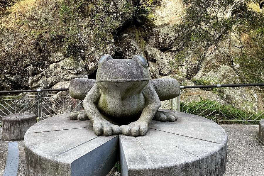 【宜蘭出發】新竹青蛙石步道.內灣老街合興愛情車站.金黃柿餅農園小旅行一日遊