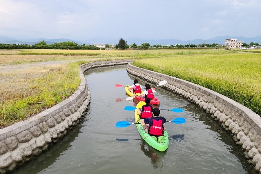 【上山下海】宜蘭黃金河稻划獨木舟、台版摩西分海、抹茶湖一日遊