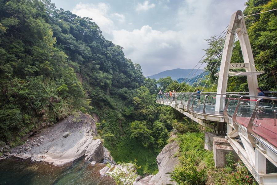 【飄浮山林秘境】小烏來天空步道瀑布、繩橋、大溪老街、日式風情不老村一日